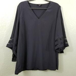 🐠 3/$20 NWOT Amaryllis Black Bell Sleeve Top